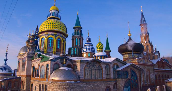 Chrám všech náboženství - https://en.wikipedia.org/wiki/Temple_of_All_Religions#/media/File:Kazan_church.jpg
