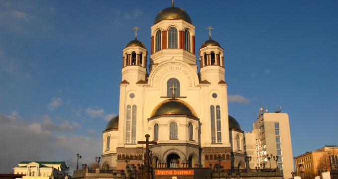 Chrám na krvi - https://commons.wikimedia.org/wiki/File:Crkva_na_korvi.JPG