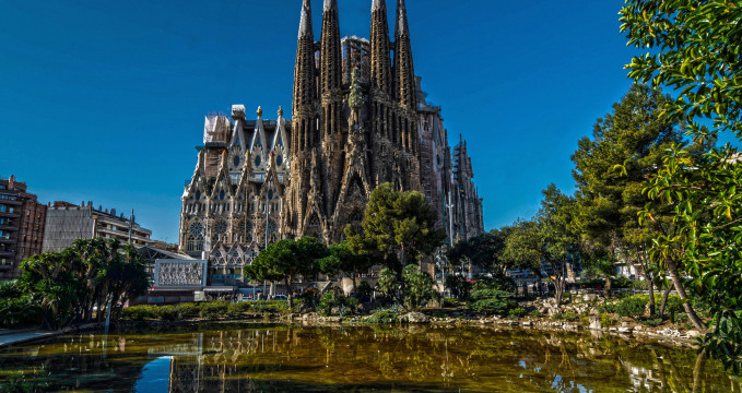 Sagrada Familia - https://www.flickr.com/photos/davidpalleja/12915827903