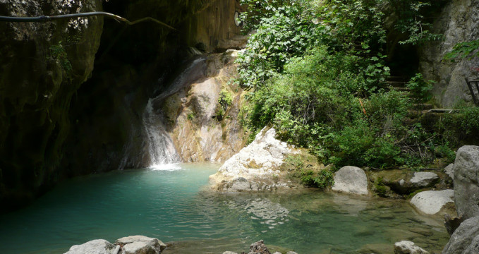 Vodopád poblíž Nidri - https://www.flickr.com/photos/insert_token/3603696034