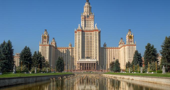 Lomonosova univerzita - https://www.flickr.com/photos/chaoticmind75/6671834443/
