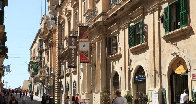 Archeologické muzeum ve Valletta - http://commons.wikimedia.org/wiki/File:Malta_-_Valletta_-_Triq_ir-Repubblika_%2B_Auberge_de_Provence_02_ies.jpg