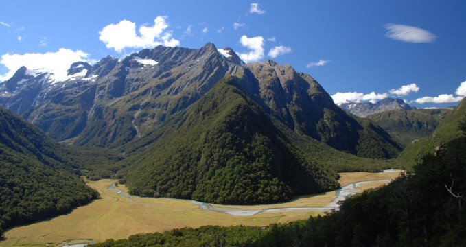 Routebourn track - https://commons.wikimedia.org/wiki/File:Humboldt_Mountains,_South_Island,_New_Zealand.jpg