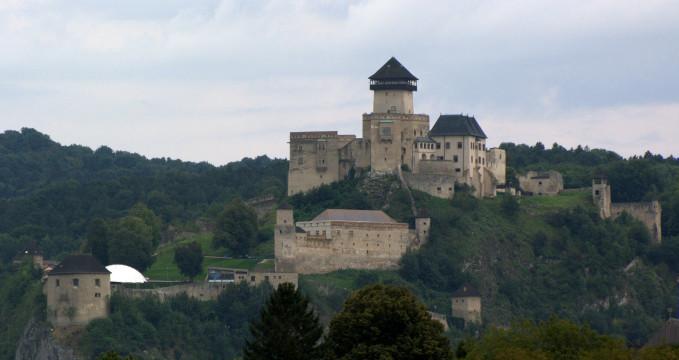 Trenčínský hrad - https://www.flickr.com/photos/00110110011101/15011499722/in/photolist-p4Epug-oSvRSJ-2NGuuW-wvidY-ejccr2-emu5p3-wvtmf-wvvuv-7MXY3s-wvtmj-a7NnSi-84JoMu-wvie1-dtM4zf-oqvuhV-f2R36-oqzx2h-anXoZc-ebjpZY-ao1aQS-ebdMZ4-bSz1QM-ebjs1Q-bSz15r-bSz1Et-bDEhQh-bDEh1q-bSyZVr