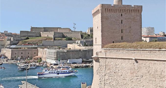 L'entrée du Vieux Port de Marseille -
