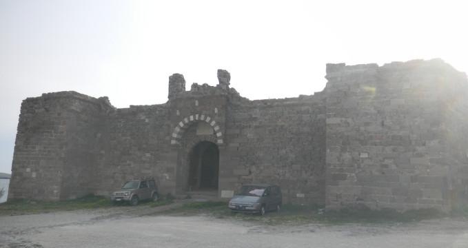 Hrad v Sigri - https://www.flickr.com/photos/elisa_atene/5700512063/