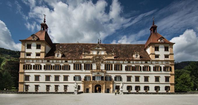 Eggenberg - https://commons.wikimedia.org/wiki/File:Schloss_Eggenberg_Fassade.jpg