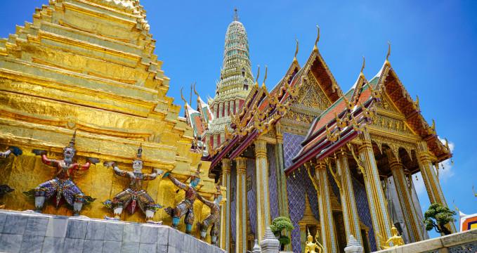 Vchod do Wat Phra Kaew - https://www.flickr.com/photos/mark-meng/37146597055/