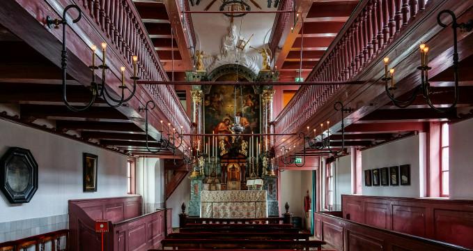 Kostel Amstelkring - https://www.flickr.com/photos/tinamonumentalia/14522929875/