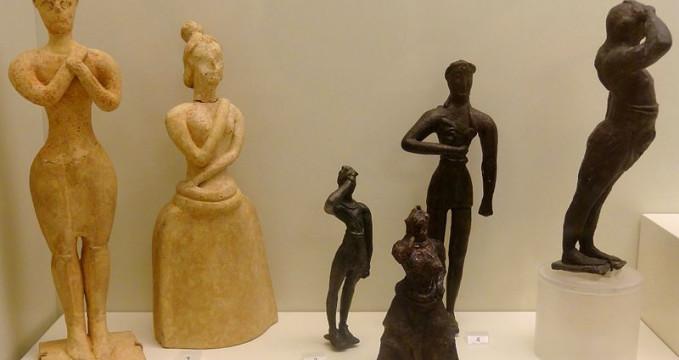 archeologické muzeum - https://commons.wikimedia.org/wiki/File:Minoische_Adoranten_02.jpg?uselang=cs