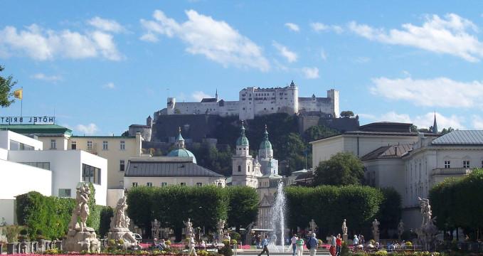 Mirabell - https://commons.wikimedia.org/wiki/File:Salzburgo._04-09-06...JPG?uselang=cs