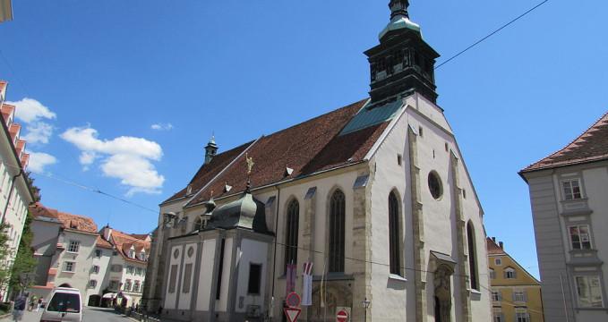 Katedrála v Grazu - https://commons.wikimedia.org/wiki/File:Catedrala_Sf._Egidiu_din_Graz1.jpg?uselang=cs