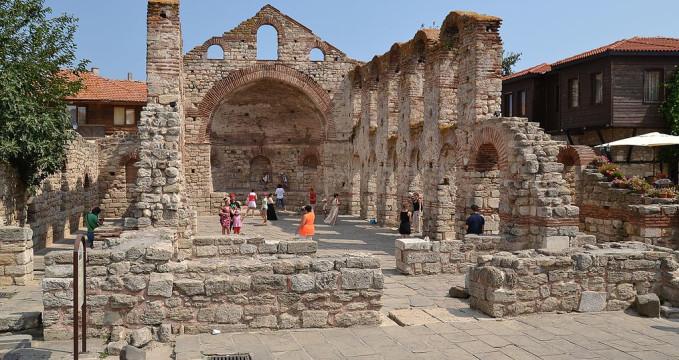 Kostel svaté Sofie - https://en.wikipedia.org/wiki/Hagia_Sophia_Church,_Nesebar#/media/File:Church_of_Saint_Sophia_in_Nesebar_(by_Pudelek).JPG