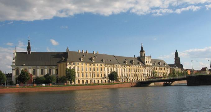 Univerzita - https://commons.wikimedia.org/wiki/File:Wroc%C5%82aw_-_budynek_Uniwersytetu_Wroc%C5%82awskiego.jpg?uselang=cs