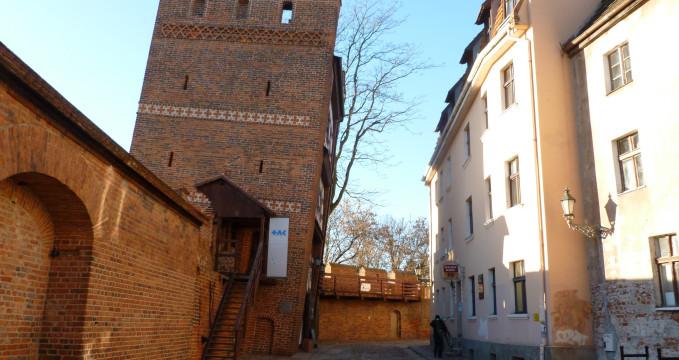 Šikmá věž - https://www.flickr.com/photos/17989497@N00/8370585176/in/photolist-dKFrm5-v9z6qu-a5unFA-uUi9KL