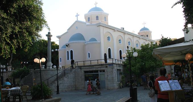 Katedrála města Kos  - https://commons.wikimedia.org/wiki/File:Kos_church_1.jpg
