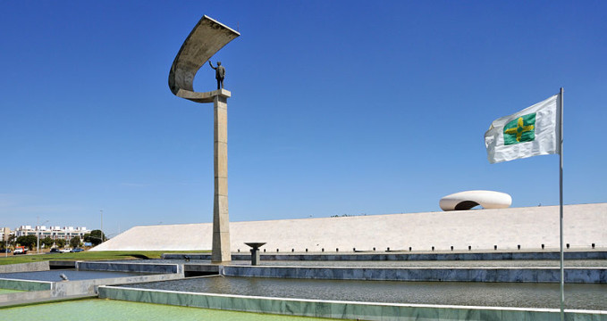 Memorial JK, Brasilia  - https://commons.wikimedia.org/wiki/File:Memorial_J_Kubitschek_Brasilia_2009.jpg