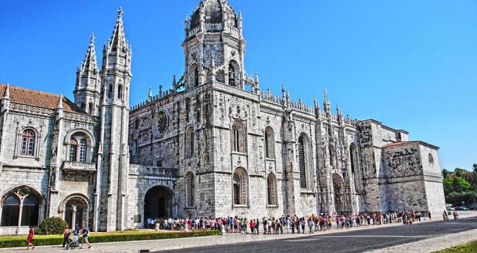 Klášter Jeronymitů - https://commons.wikimedia.org/wiki/File:Lisboa_(P)_-_Mosteiro_dos_Jer%C3%B3nimos_(tone-mapping).jpg