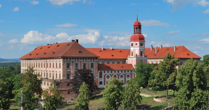 Zámek Roudnice nad Labem - https://cs.wikipedia.org/wiki/Roudnice_nad_Labem_(z%C3%A1mek)#/media/File:Roudnice_nad_Labem_-z%C3%A1mek.jpg