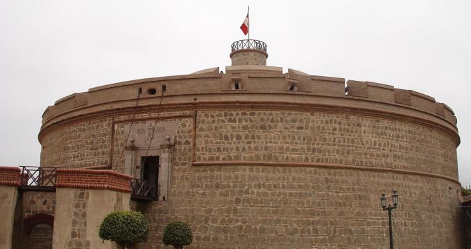 Pevnost Felipe v Callao - https://commons.wikimedia.org/wiki/File:Realfelipe1.jpg