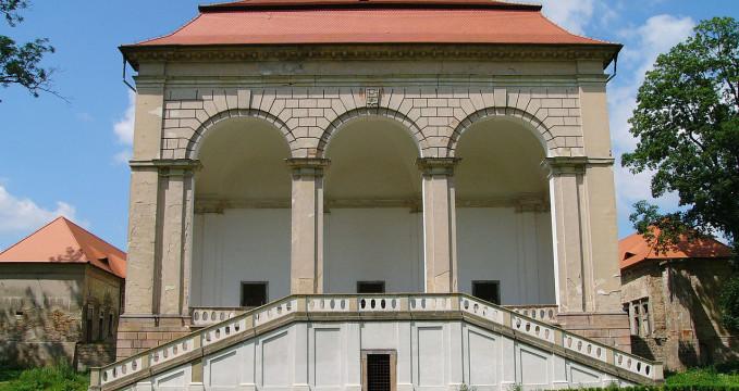 Valdštejnská lodžie - https://commons.wikimedia.org/wiki/File:Libosad-Valdstejnska_lodzie_01.jpg