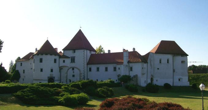 pevnost Staré město - https://commons.wikimedia.org/wiki/File:Vara%C5%BEdin_Stari_grad.jpg?uselang=cs