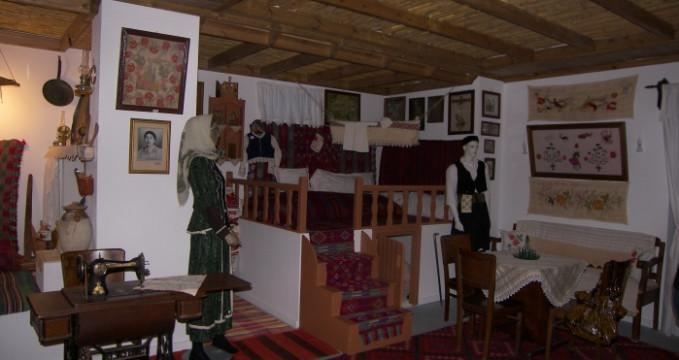 Muzeum Folklóru - http://www.kosexplorer.com/place/the-folklore-museum-in-kardamena-3/