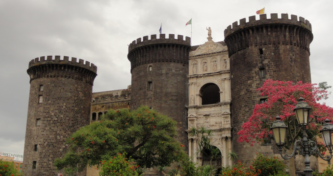 Castello Nuovo - https://www.flickr.com/photos/kishjar/8321233329/in/photolist-dFjuLa-ApGqs-bEYjHT-anHgh6-8SQHF6-6Khyb-anHeGx-de7Uz-anL9Em-bEYo6c-anKWFy-kxdDp-anHoe2-anHbiz-fVcL7-9y2UGj-9wSoEE-8fuayZ-8dYsR-uo9h5-91oPrJ-9xZ9aK-ApxJu-9xZ1Dv-9y37Yo-kZhja-so4hWa-dEFwx8-9xZ4AH-foaH3L-kxXDHn-9xZayV-9y38qj-rYDMnT-9xZ68e-ettsT1-4mJ7AS-etu8vf-5MfinM-SmXsv-de7T1-6EMumQ-atJ3mB-4mHXKS-5MjwTC-aYFNZF-2Nk4rS-oME47M-a1Eyn3-nwdV9e/