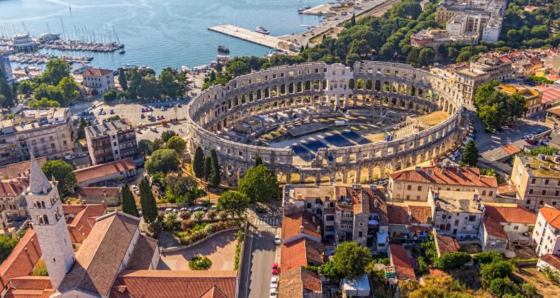 Zachovalé římské antické Koloseum v Pule na Istrii