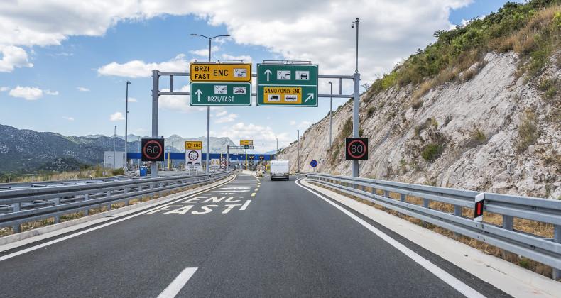 Platební brána za jízdu po chorvatské dálnici.