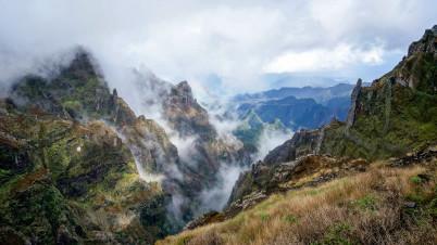 Pico do Arieiro  - https://www.flickr.com/photos/buschwerk/16107498190/