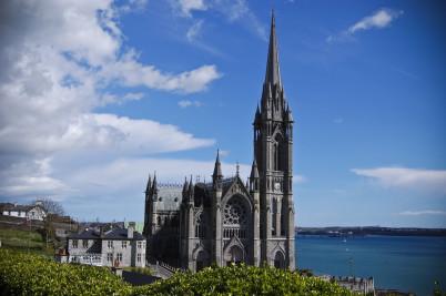 Katedrála St. Colman - https://www.flickr.com/photos/fhwrdh/2427854259
