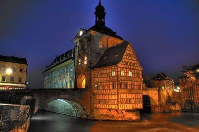 Stará Radnice Bamberg - http://commons.wikimedia.org/wiki/File:Altes_Rathaus_Bamberg.jpg