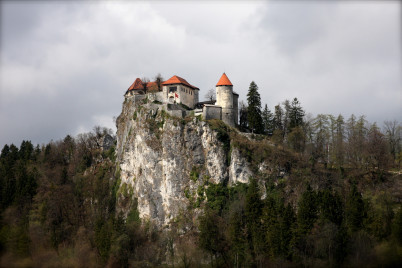 Hrad  Bled  - https://www.flickr.com/photos/pocius/6904070258/in/photolist-bw6ay7-aoimv1-3qqhf-3qqzp-8UkWxY-8UhPmi-8Um1K3-8Um2FA-8Um1Ko-8UkWyf-8UhPmk-8Um1K9-8UpuUy-8Um2Fw-8UkWyb-8Um1K5-8UkWym-8UhPmr-8UhPmg-8Um1Kb-8Um1Kq-8UkWxW-8UhPmp-8UhPmt-27xHeL-8UkWxS-6F4HNR-81mWQT-k8bVcc-9Z6azq-dZknxT-fMc3FS-7M8tv-ftcJ5N-fthsdb-hKhjpU-27xGTJ-fsQBpR-fsQz8B-m8j81-aoimeb-5dS8ef-3qqmh-3p4yzA-eNMTLw-bpcGuA-dZr2A7-aCmtDH-cws77A-sBxAD