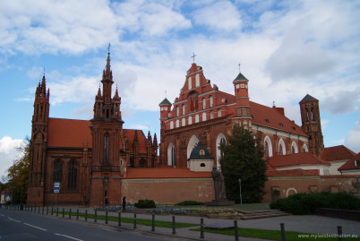 Kostel sv. Anny Vilnius - https://www.flickr.com/photos/guillaumespeurt/8123183908/
