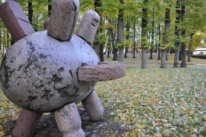 Park soch Klaipeda - https://www.flickr.com/photos/sidstamm/5119820832/