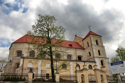 Kostel Trakai - https://commons.wikimedia.org/wiki/File:Trakai_church_full.jpg