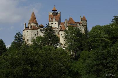 hrad Bran - https://www.flickr.com/photos/peterfenda/6940370790/in/photolist-bzidrm-8JWUeP-7vZsEy-dcXgJX-nCj36-nCiYX-93XMWa-iYkMd-4LAy5G-5GWBrZ-4LAyTu-abtHvt-abwBKJ-abtN8r-abwBz3-a2gcqx-abwztq-abtHUX-aFGZA8-7zQZ14-abtHJF-abwDg1-abwECd-abwBpC-aFH12i-abtN3D-5gNoCC-nsrdLA-abwCrN-abtLVt-aFGWCR-a2j6FL-aFH1QK-aFGZgi-aFH1mT-abwDG3-abtHZv-5gNozU-aFGXft-6MuHaq-7rqnWv-a2j6aQ-6MuGjQ-6MuGv5-6MuHpb-6MuGHw-7rpU9K-7rpSgX-7rqhkM-7rq3gn