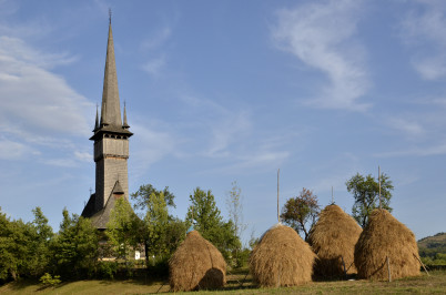 Surdesti - https://commons.wikimedia.org/wiki/Category:Wooden_church_in_%C5%9Eurde%C5%9Fti,_Maramure%C5%9F?uselang=cs#/media/File:Biserca_de_lemn_de_la_%C8%98urde%C8%99ti,_Maramure%C8%99.jpg