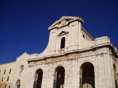 Santuario e Basilica di Bonaria - https://www.flickr.com/photos/cristianocani/2674644753/in/photolist-aEzxXf-55mfGH