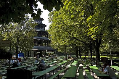 Čínská věž v Englischer Garten - https://www.flickr.com/photos/14646075@N03/3314325081/