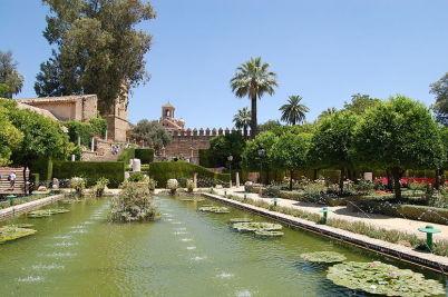 Zahrada El Alcázar de los Reyes Cristianos v Córdobě - http://commons.wikimedia.org/wiki/File:Gardens_of_El_Alcazar_de_los_Reyes_Cristianos.JPG