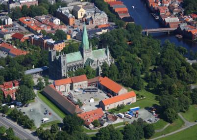 Nidarosdomen - https://www.flickr.com/photos/trondheimhavn/4881565849/