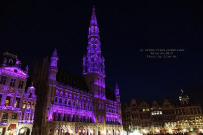 The Grand Place v Bruselu - https://www.flickr.com/photos/lukema/9714741259/