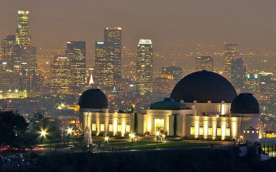 Griffith Observatory z Mt. Hollywood - https://www.flickr.com/photos/84263554@N00/11474476823