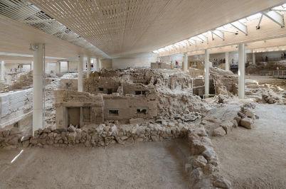Archeologické naleziště v Akrotiri  - https://commons.wikimedia.org/wiki/File:Archaeological_site_of_Akrotiri_-_Santorini_-_July_12th_2012_-_81.jpg
