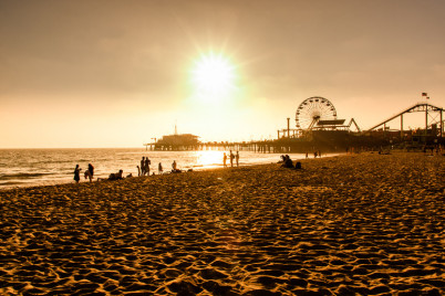 Santa Monica pláž - https://www.flickr.com/photos/multimaniaco/13870251534