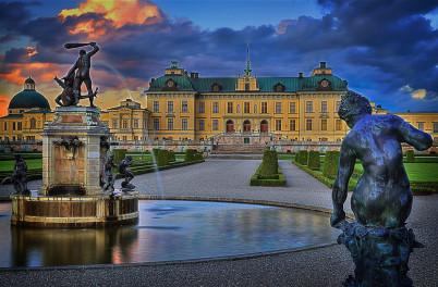 Drottningholm Palace - https://www.flickr.com/photos/cowb0y2000/6136675519/