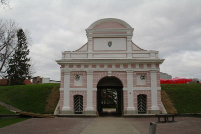 Talinnská brána - http://commons.wikimedia.org/wiki/File:P%C3%A4rnu_%22Tallinna_v%C3%A4rav%22_26.JPG