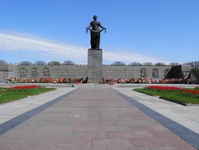 Hřbitov obětí obležení - https://www.flickr.com/photos/alexyv/8723793500/